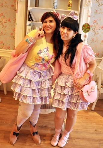 Kitty e eu, que brincamos de twins de saia ;D