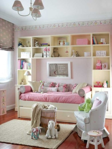 cute-pink-and-white-girls-bedroom-1-524x698