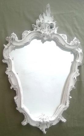 Mas eu poderia pendurar um espelho desses na parede, pra compensar.